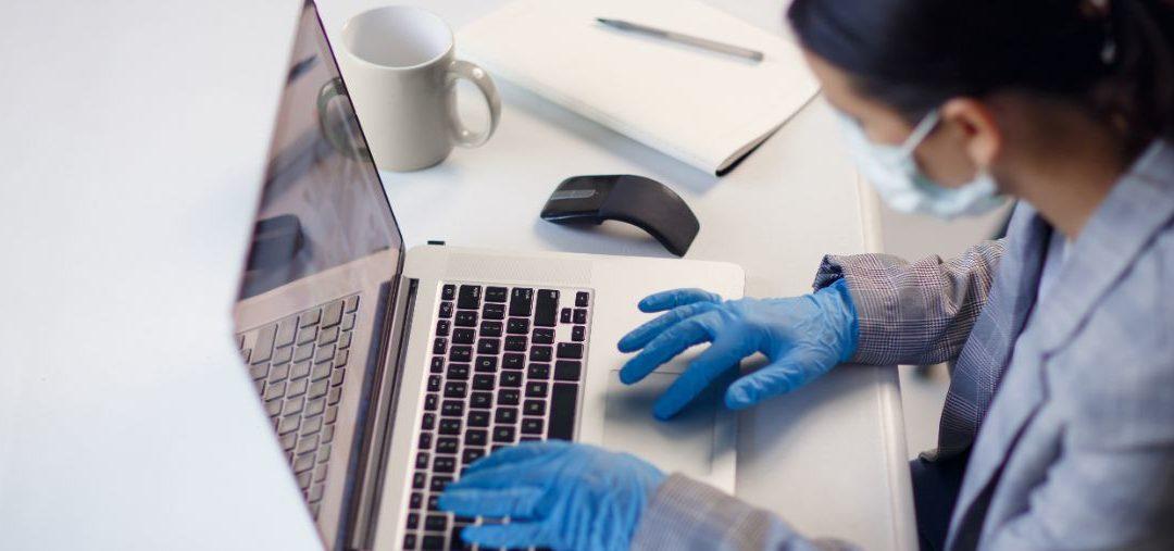 Jak przeżyć w biurze w czasie epidemii? Jak pracować w domu?