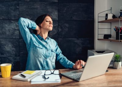 Jak ćwiczyć w biurze? Zadbaj o siebie w pracy